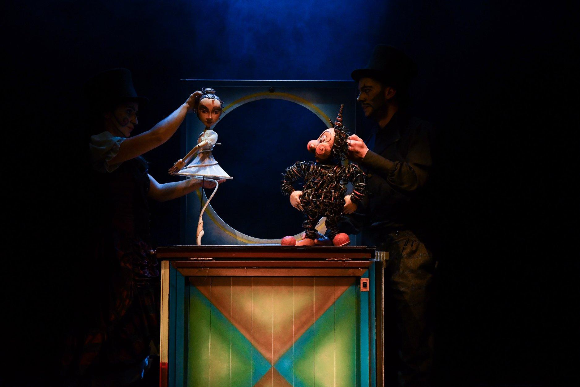 """""""Храбрият оловен войник"""" на куклен театър Ямбол, режисьор Любомир Колаксъзов"""